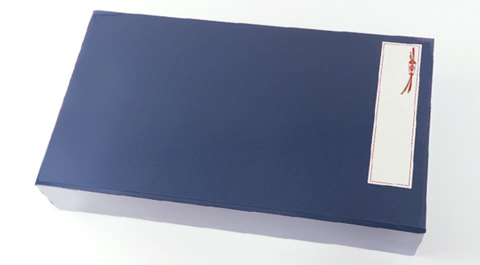 白い箱にお熨斗をつけたイメージ